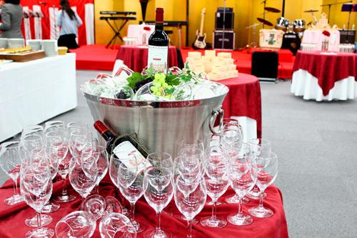 ワインコーナー 祝賀移転パーティーケータリング