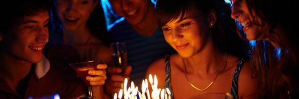 0210 04 大人だからこそ盛り上がる!楽しい誕生日会の開き方